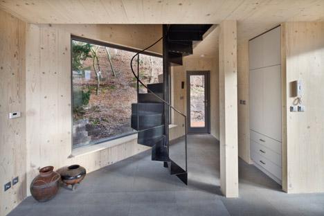 Wooden-Cabin-by-A-LT-Architekti_dezeen_468_8