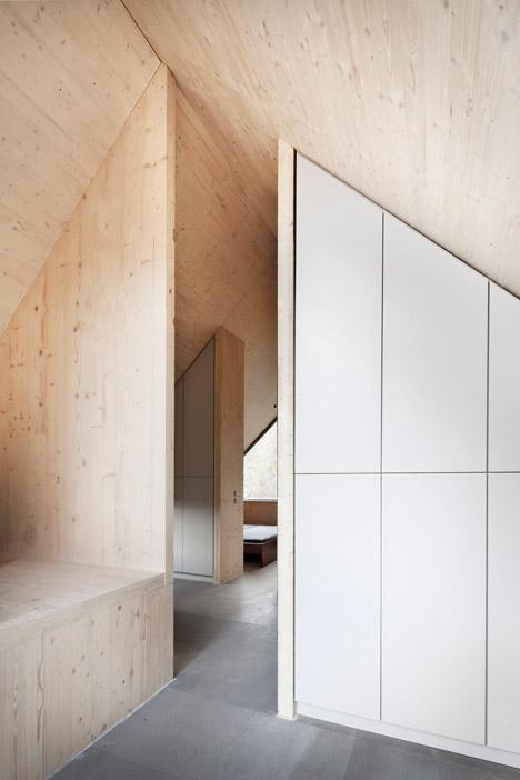 Wooden-Cabin-by-A-LT-Architekti_dezeen_468_9