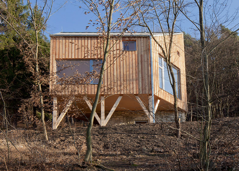 Wooden Cabin by A.LT ARCHITEKTI
