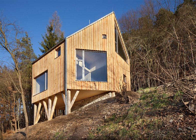 Wooden Cabin by A.LT ARCHITEKTI