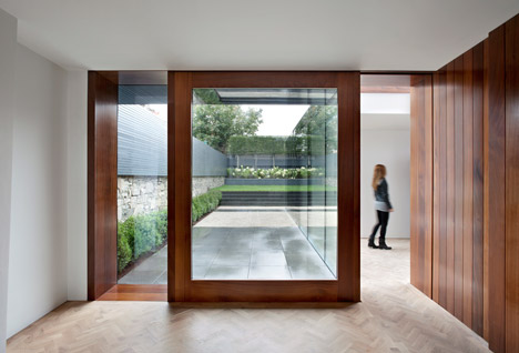 3novices Black Glass Box Forms A Reflective Extension To A