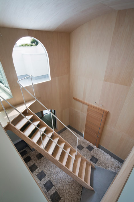 Courtyard in Kudamatsu by Container Design