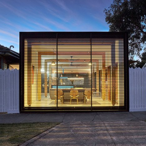 Melbourne house extension by Andrew Maynard presents a living room to the street