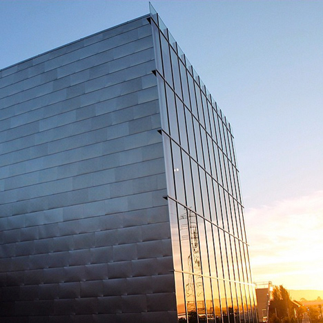 Frank-Gehry-Facebook-office-headquarters-Menlo-Park-Silicon-Valley_dezeen_sq