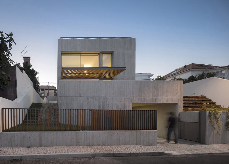 House in Caxias by António Costa Lima Arquitectos