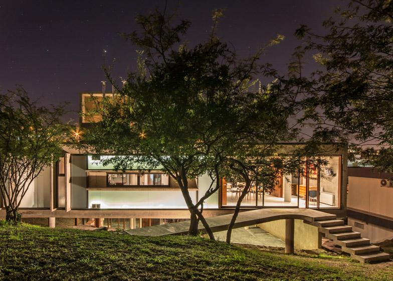 House in La Rufina by Santiago Carlos Viale and Daniella Beviglia