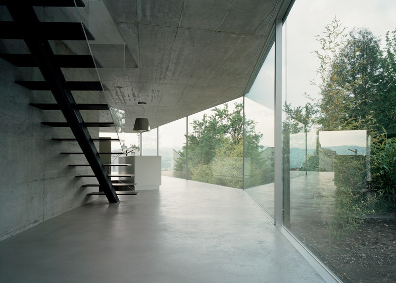 Transparent-house-concrete-art-grey-floor