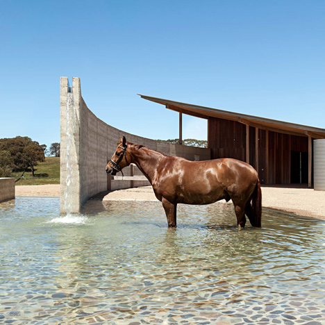 Equestrian centre on Australia's south coast features a curving rammed-earth wall