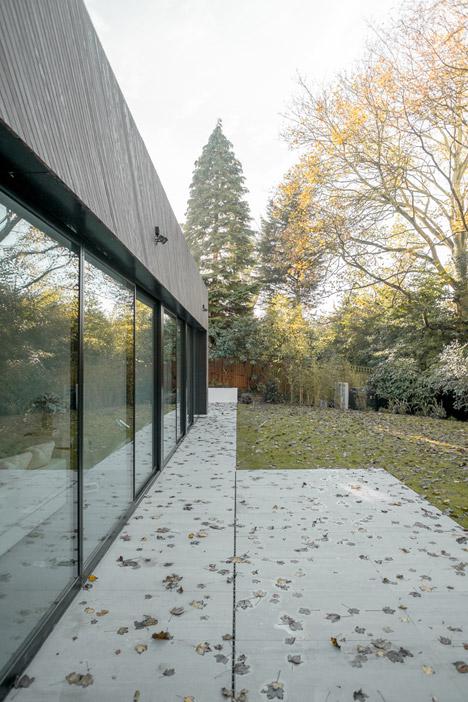 Claridge Architects inserts timber-clad house behind north London mansion block