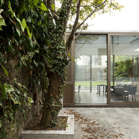 Ormond-Road-GKMP-Architects_house-extension_dezeen_sq2