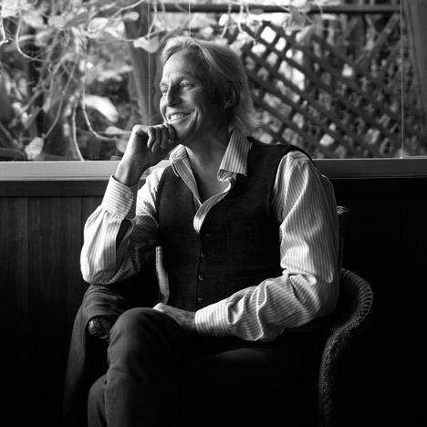 Peter-Stutchbury-Portrait_AIA-Gold-Medal_dezeen_SQ