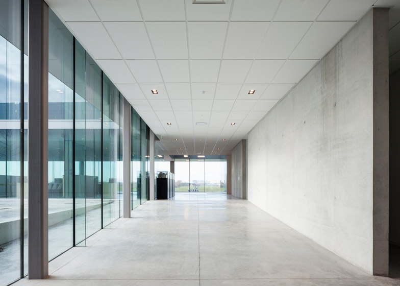 Rob Systems office by Govaert & Vanhoutte