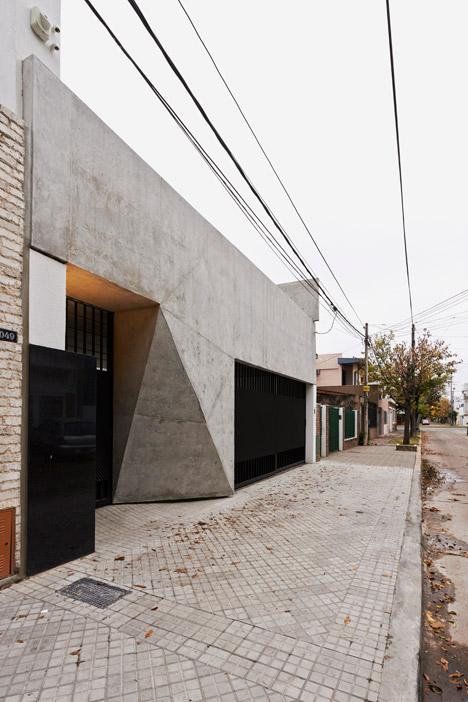 T&G House by Nicolás Campodonico