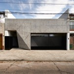 Faceted concrete T-shape facade fronts courtyard house in Santa Fe
