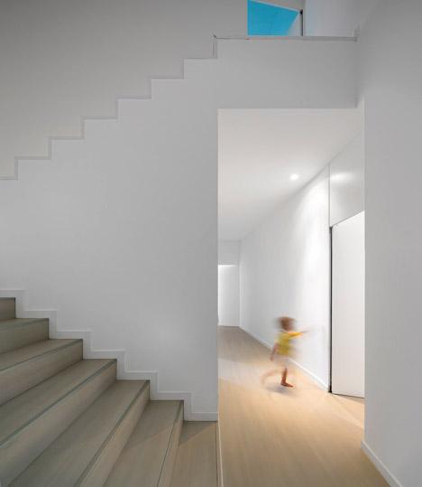 Texugueira house by Contaminar Arquitectos