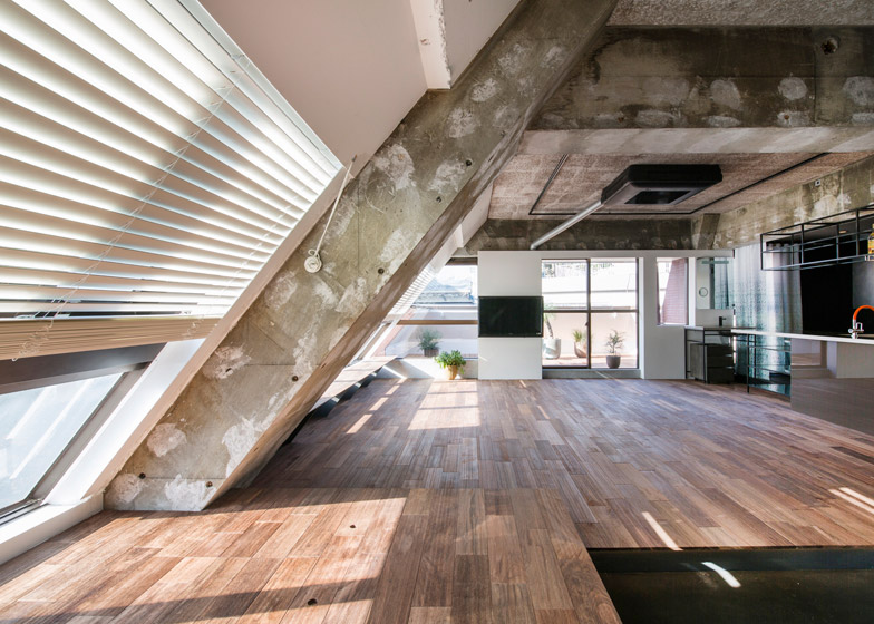 G studio creates unfinished feel in tokyo loft apartment