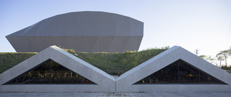 3Novices:Zhonghe Sports Center in Taiwan boasts a hood-like faceted