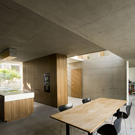 a-house-by-fkl-architects-squ-0810_slr_groundfloor_01