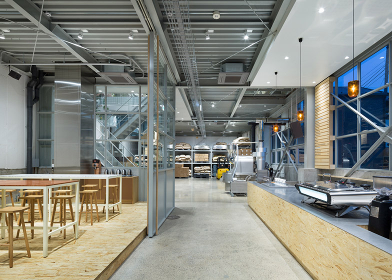 Blue Bottle Coffee Kiyosumi-Shirakawa Roastery & Cafe by Schemata