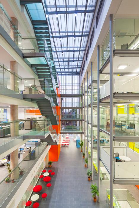 Bristol University lab by Shepperd Robson