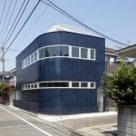 Half & Half House in Tokyo has a curving wall to allow pedestrians to cut the corner