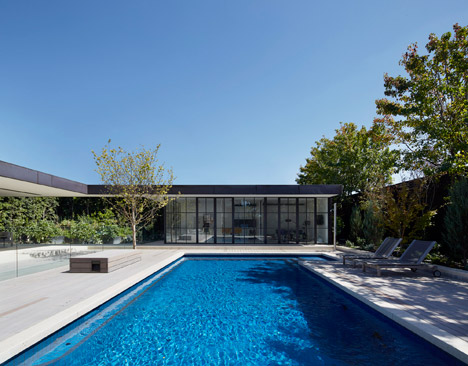 Hopetoun Road Residence by B E Architecture
