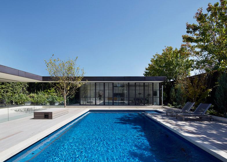 Hopetoun Road Residence by B E Architecture