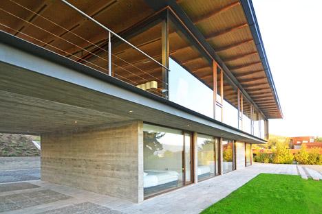 House-Chile-Alvaro-Arancibia-Sebastian-Coll_dezeen_468_6