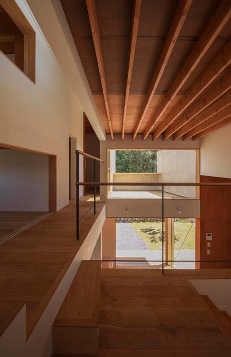 House in Toin by Kazuki Moroe