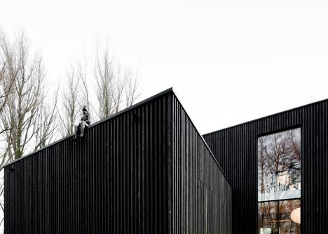 Huize-Looveld-by-Studio-Puisto-and-Bas-van-Bolderen-Architectuur_dezeen_468_14