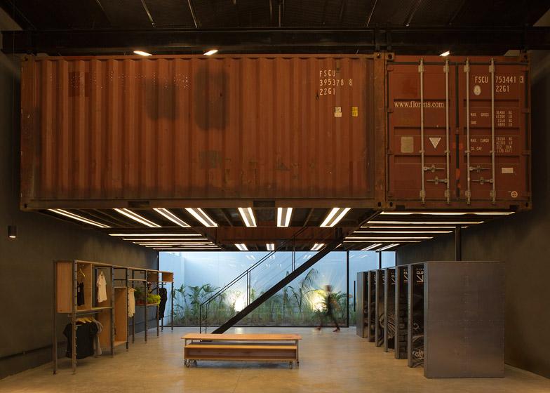 La Plata store by BBC Arquitectos
