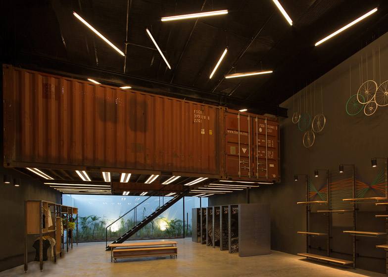 bbc arquitectos puts shipping containers in le utthe store. Black Bedroom Furniture Sets. Home Design Ideas