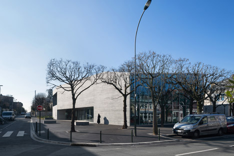 Media library in Bourg-la-Reine by Agence Pascale Guédot