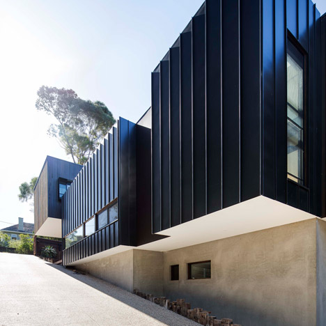 Mt-Martha-Beach-House-by-Wolveridge-Architects_dezeen_sq01