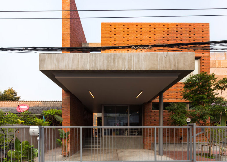 Ngamwongwan house in Bangkok by Jun Sekino