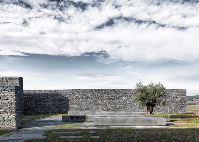 Wall De istanbul mosque is surrounded by terraced landscaping