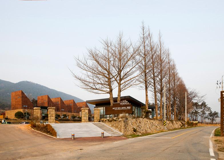 Slow Island Trip Center by OUJAE Architects