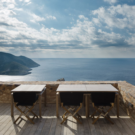Tainaron Blue Retreat by Kostas Zouvelos + Kassiani Theodorakakou