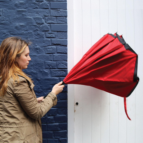 """Drip-free"" umbrella encloses wet canopy on the inside"