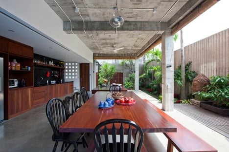 Tropical Suburb House by MM Architects