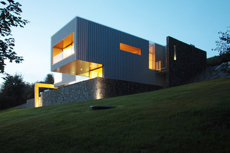 Villa-in-Beskydy-Mountains-by-Zdenek-Trefil-Architekti_dezeen_468_6