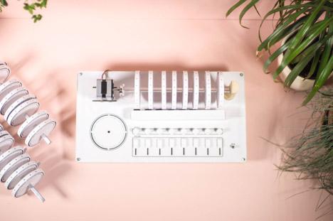 XOXX_Composer_Drum_Machine_by_Axel_Bluhme_dezeen_468_7