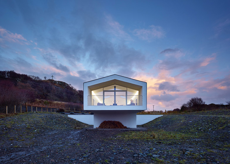 Beach House by Dualchas stretches out towards the seafront