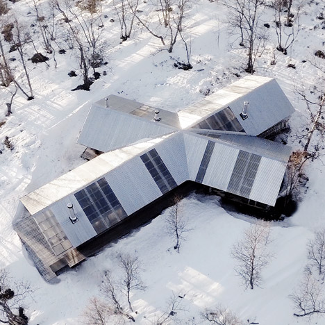 Aslak Haanshuus transforms two Norwegian log cabins into a cross-shaped house