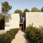 Casa El Bosque is a house flanked by stone walls on the edge of a Spanish forest