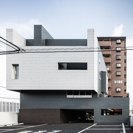 Live-work block in Japan by Kouichi Kimura features a steel-plated facade