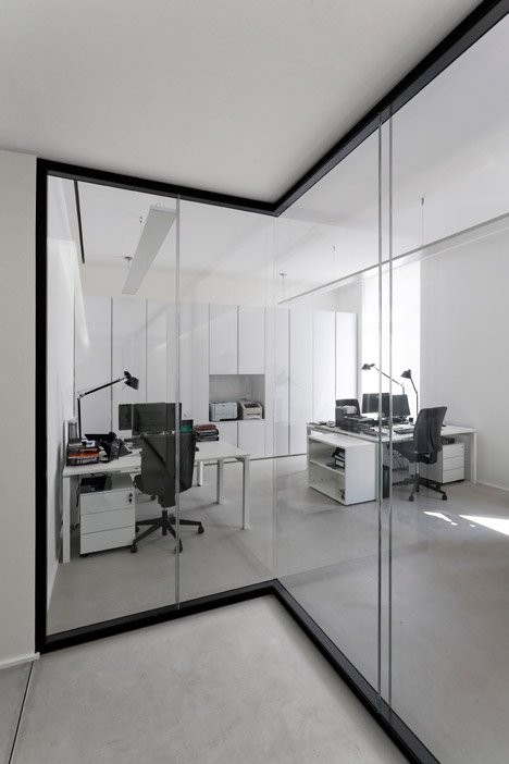 Dior-Men-offices-in-Paris-by-Antonio-Virga-Architecte_dezeen_468_11