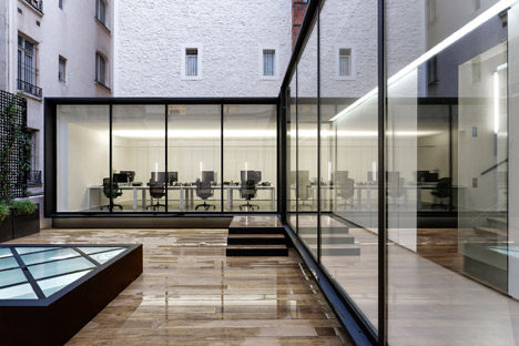 Dior-Men-offices-in-Paris-by-Antonio-Virga-Architecte_dezeen_468_2