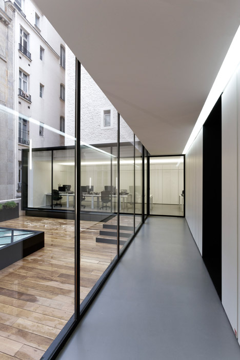 Dior-Men-offices-in-Paris-by-Antonio-Virga-Architecte_dezeen_468_4