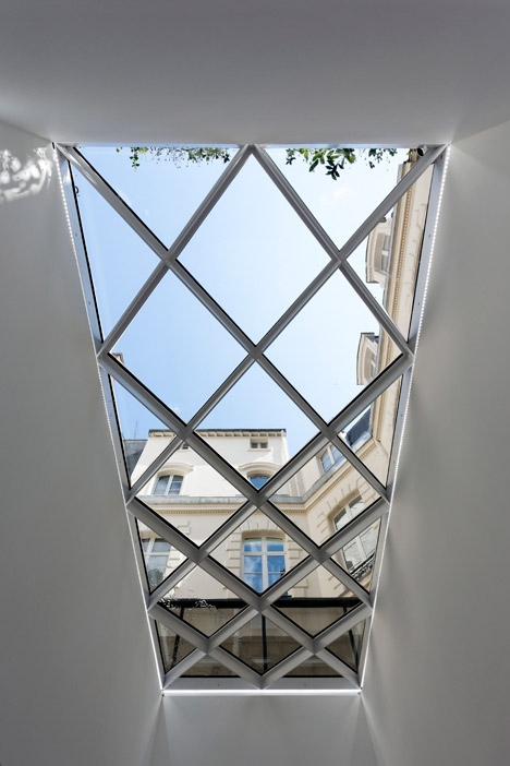 Dior-Men-offices-in-Paris-by-Antonio-Virga-Architecte_dezeen_468_5